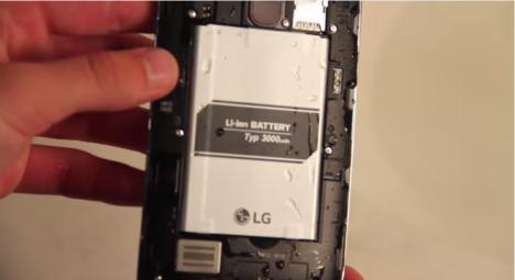 Gotas de agua en el interior del LG G4