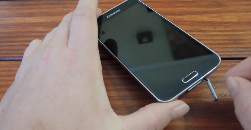 Quitar Tapa de Carga en Samsung Galaxy S5